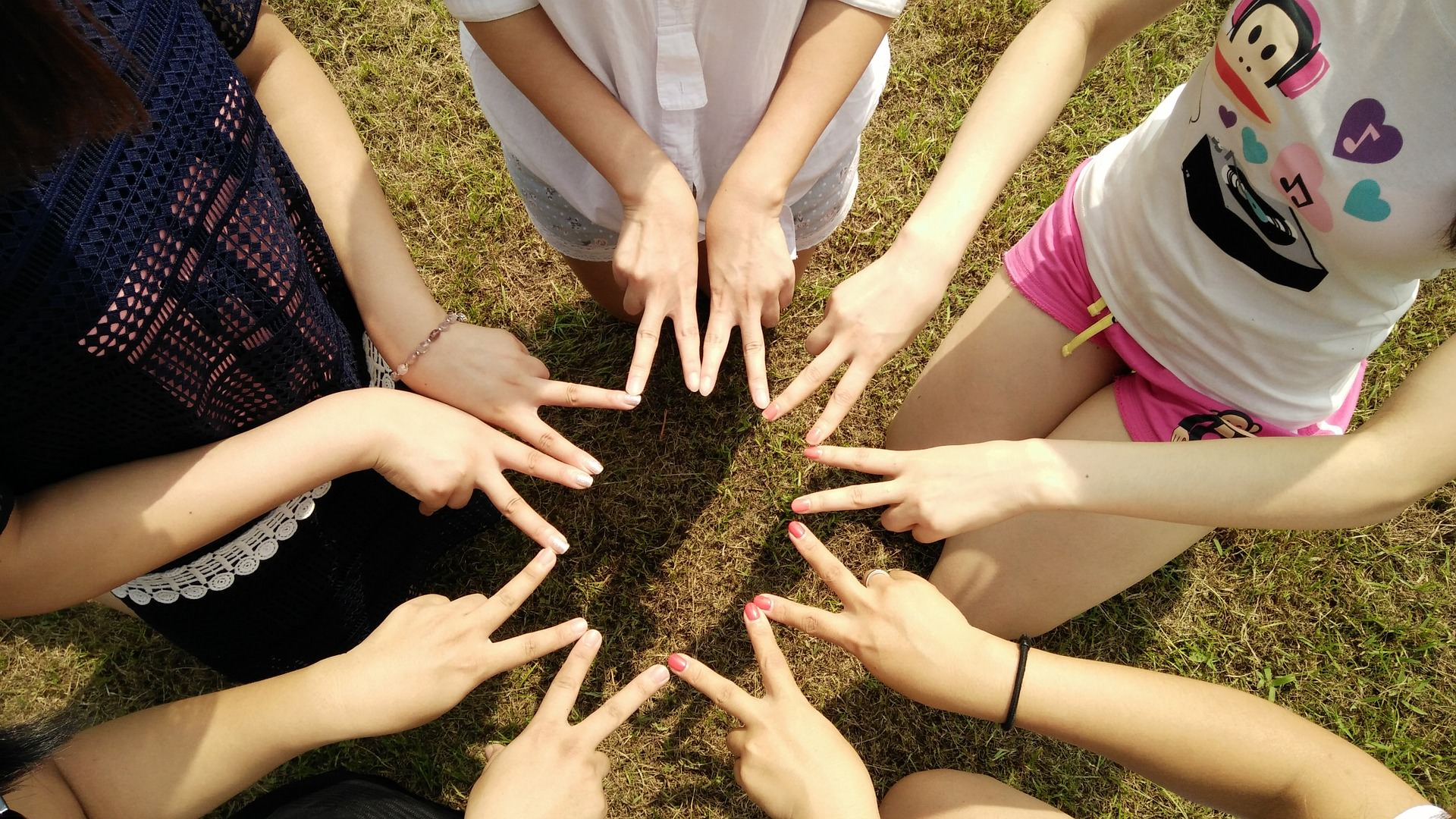 team-1381084_1920_mini